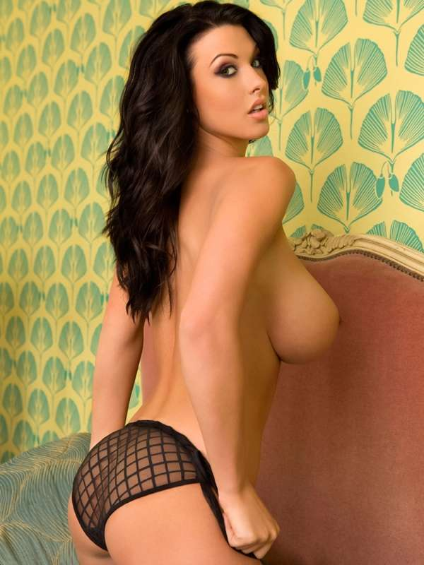 ALICE GOODWIN TOPLESS FOTO N.005