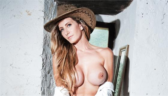 LOVELY CHRISTA VINCE IL CONCORSO PLAYMATE FOTO N.008