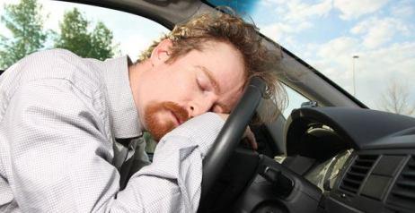 come evitare di addormentarsi alla guida